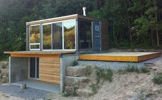 We already got Modern Tiny House on Small Budget and will make you swon. This Collections of Modern Tiny House Design is designed for Maximum impact. Modern Tiny House, Tiny House Living, Tiny House Design, My House, Container Buildings, Container Architecture, Architecture Design, Container Home Designs, Shipping Container Homes