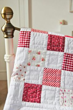 Love this.....so vintage looking Easy Baby Quilt Patterns, Simple Baby Quilts Ideas, Simple Quilt Pattern, Baby Patchwork Quilt, Patchwork Quilt Patterns, Quilting Patterns, Scrappy Quilts, Quilting Designs, Quilting Projects