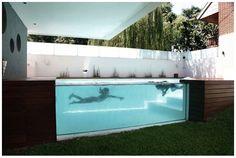 Awesome Above-Ground Outdoor Pool.       芝生のお庭の上に自然と共存するプール。それはまるで水族館の水槽のように、泳ぐ姿を優雅に映し出します。庭を囲うように家が設計されて...