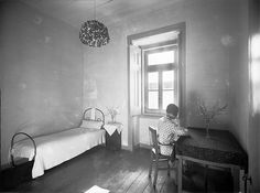 Tutoria da Infância, Lisboa (Portugal) Quarto de dormir. Fotografia sem data. Produzida durante a actividade do Estúdio Mário Novais: 1933-1983.