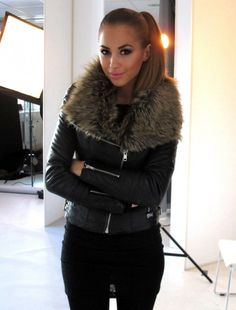 Black leather jacket + fur collar, ❤this!!