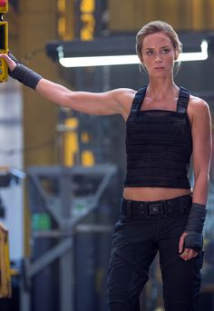 Emily Blunt - Edge Of Tomorrow. I find strong women very sexy. Pretty People, Beautiful People, After Earth, Edge Of Tomorrow, Chantal, Corps Parfait, Actrices Hollywood, Girl Crushes, Woman Crush