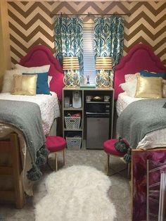 20 Amazing Ole Miss Dorm Rooms for Major Dorm Décor Inspiration Decorating your room is an important aspect of dorm life. Here are some really cute Ole Miss dorm rooms to get some serious inspiration from! Ole Miss Dorm Rooms, Cute Dorm Rooms, Dorm Room Storage, Dorm Room Organization, Organization Ideas, Dormitory Room, Ideas Dormitorios, Dorm Room Designs, College Dorm Rooms