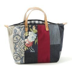 Tote bag from Linen, Twill and other hefty fabrics. Well beautiful, worth seeing . Handmade Purses, Handmade Handbags, Patchwork Bags, Quilted Bag, Tote Handbags, Purses And Handbags, Bag Quilt, Diy Sac, Denim Bag