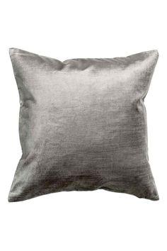 Sametový povlak na polštářek: Sametový povlak na polštářek vyrobený ze směsi bavlny a viskózy. Má skrytý zip.
