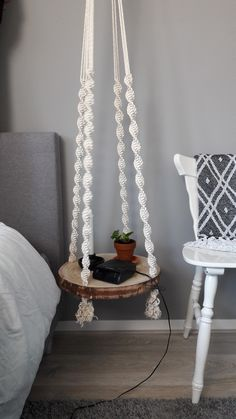 Macrame Tree disc side table/bedside table - Macrame plant hangers - By me hand-knotted macrame floating table. In different ways applicable, as side table or as table - Diy Macrame Wall Hanging, Macrame Plant Hangers, Macrame Art, Macrame Projects, Macrame Knots, Macrame Curtain, Macrame Mirror, How To Macrame, Beaded Curtains