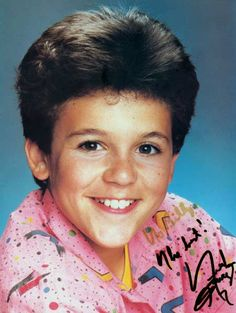 Fred Savage as Kevin Arnold. Who CAN'T relate to the awkward stage of middle school up until high school? His portrayal is classic. Kevin Arnold, Winnie Cooper, Fred Savage, My First Crush, Young Actors, Young Models, Classic Films, Childhood Memories, School Memories