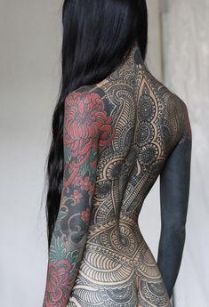 Simple Tattoo Designs: Full Body Tattoo for girls Tattoo Girls, Body Tattoo For Girl, Body Tattoo Design, Tattoo Designs For Girls, Girl Tattoos, Tattoos For Women, Tatoos, Backpiece Tattoo, Yakuza Tattoo