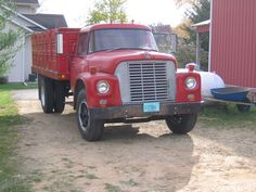International Loadstar 1600 grain truck
