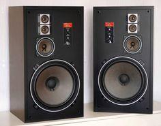 DENON SC-306 Дания... 3 way *4 акустическая система  НЧ: 30cm в форме конуса   СЧ: 10cm в форме конуса   ВЧ: 5cm в форме конуса X 2  Частотная характеристика 30Hz-25kHz Импеданс 8 Ом   Максимум допустимая входная мощность 120W(программа источник)  В среднем уровень звукового давления 92dB/W/m  Коэффициент нелинейных искажений 1.3% ниже (100Hz и выше)  Частота раздела кроссовера 500Hz,4kHz Уровень контроль СЧ, ВЧ подряд.