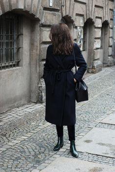 Fashion Gone rouge — Columbine Smile Fashion Gone Rouge, Paris Mode, Winter Stil, Parisian Style, Parisian Fashion, Net Fashion, Steampunk Fashion, Gothic Fashion, Lookbook