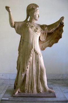 Estatua de mármol de Athena Promachos ('Athena que lucha en primera línea') fue encontrada en la Villa de los papiros en Herculaneum.
