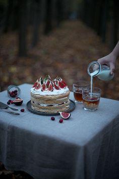 Gluten-free Caramel Fig Cake with Cranberry Jam - Our Food Stories Cranberry Jam, Fig Cake, Fresh Figs, Tasty, Yummy Food, Cake Flavors, Gluten Free Baking, Love Food, Caramel