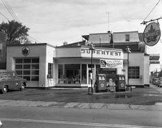 Coin Concorde et Des Cascades Vintage Gas Pumps, Vintage Auto, Vintage Stuff, Pompe A Essence, Garage Repair, Gas Service, Old Gas Stations, Filling Station, Dios