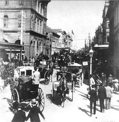 Crowd Streets in Sydney, Australia in 1899. Photo from State Library of NSW. v@e