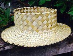 Pōtae Harakeke (E Tipu Ana Raranga Weaving Facebook Page) Flax Weaving, Weaving Art, Basket Weaving, Coco, Hawaiian Leis, Plant Fibres, Plait, Artsy Fartsy, Headpiece