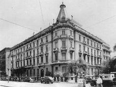 8 κατεδαφισμένα κτήρια που κάποτε υπήρχαν στην Αθήνα   Τι λες τώρα; Bauhaus, Old Greek, Greek History, Athens Greece, Old Houses, Old Photos, Paths, The Past, Louvre