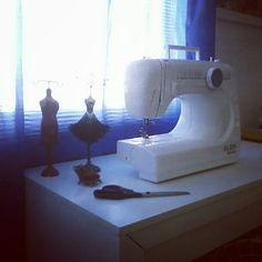 Finalmente: meu micro espaço de couture - @ferdinicolini- #webstagram