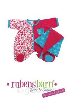Rubens Baby Pyjamas sæt i Pink farve. #RubensBarn #RubensBaby #RubensErik #RubensMolly #RubensNils #RubensNora #Legebyen #LegebyenDK #Rubens #Swedishtoys #RubensAccessories