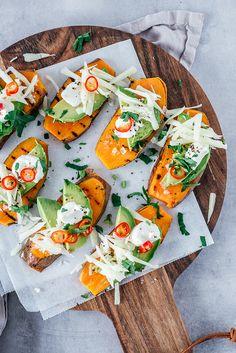 Zoete aardappel met avocado en manchego - Brenda Kookt! Recipe Girl, Avocado, Fresh Rolls, Veggies, Cooking Recipes, Ethnic Recipes, Food, Drinks, Vegetarian Quiche