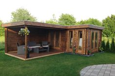 Flachdach Gartenhaus Modell ISO Customer picture: Flat roof garden house model I Backyard Studio, Backyard Bar, Backyard Sheds, Garden Studio, Backyard Retreat, Backyard Landscaping, Patio Design, Garden Design, House Design