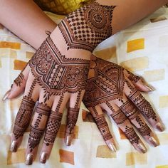 Henna is the most traditional part of weddings throughout India. Let us go through the best henna designs for your hands and feet! Henna Hand Designs, Dulhan Mehndi Designs, Latest Simple Mehndi Designs, Mehndi Designs Finger, Mehndi Designs For Girls, Mehndi Design Photos, Wedding Mehndi Designs, Mehndi Designs For Fingers, Beautiful Mehndi Design