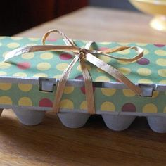 Upcycle your egg cartons into mini cupcake or mini muffin holders! #recycle #gift