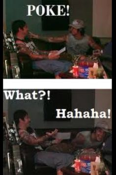 Syn, go home you're drunk! Poor Zacky has no idea what's happening. Synyster Gates and Zacky Vengeance of Avenged Sevenfold just being themselves. foREVer... <3 <3 <3