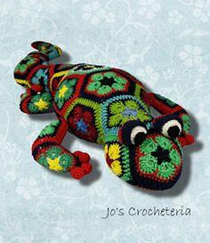 African Flower Salamander crochet pattern by Jo's Crocheteria  #crochet #crochetpattern #africanflowercrochetpattern