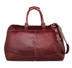 This classic and timeless leather travel bag with high capacity will accompany you during your weekends, holidays or during your polo games. Its brown cow leather made by the best Argentinean manufacturer will match all your outfits.