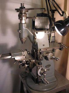 Handwerkzeug, Router Table and Schraubendreher Lathe Tools, Old Tools, Woodworking Tools, Horizontal Milling Machine, Metal Working Machines, Metal Mill, Tool Room, Machinist Tools, Engineering Tools