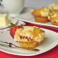 Strawberry Shortbread Crumble Muffins