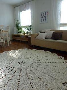 Best 12 3 Eye-Opening Tricks: Shabby Chic Table Kitchen shabby chic blue old windows. Crochet Doily Rug, Crochet Rug Patterns, Doily Patterns, Crochet Home, Filet Crochet, Crochet Designs, Crochet Yarn, Shabby Chic Rug, Rug Yarn