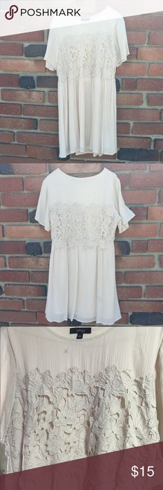 Cute Floral Laced Dress🐚 Never worn Waist(underarm): ~37in around Length: ~35in If you are interested, please feel free to make an offer. Questions are welcome. Don't forget to bundle for less if you're interested in any other item in my closet! Very J Dresses Midi