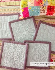 Free Motion Quilting For Beginners, make these beautiful potholders or mug rugs! : Free Motion Quilting For Beginners, make these beautiful potholders or mug rugs! Patchwork Quilting, Crazy Quilting, Free Motion Quilting, Quilt Stitching, Longarm Quilting, Quilting Projects, Sewing Projects, Quilting Ideas, Quilting Templates