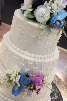 Inspired cake for this outdoor wedding.
