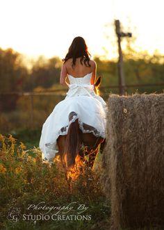 Ride away bride. Country wedding. Bride on horse