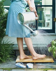 Take a small water can to the beach/river before you leave fill with water to rinse off feet so you don't get sand all over your vehicle! Store in the trunk during the summer! Foot Wash, Martha Stewart Home, Parcs, Beach Trip, Country Life, Country Strong, Country Living, Gardening Tips, Gardening Shoes