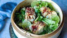 Dampet skrei med soyasaus og ingefær Seaweed Salad, Avocado Toast, Chili, Seafood, Recipies, Food And Drink, Fish, Breakfast, Ethnic Recipes