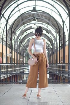 >>>TOMS shoes OFF! >>>Visit>> Meu look: pantalona curta – Moda Custom Style Désinvolte Chic, Style Casual, Casual Chic, Casual Looks, Style Outfits, Cool Outfits, Casual Outfits, Summer Outfits, Fashion Outfits