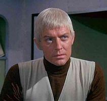 """Stasera vedere su FoxRetro un episodio di """"UFO"""", con il Comandante Straker, è una sorpresa davvero gradita! Fa tornare indietro davvero di tanti tanti anni........"""