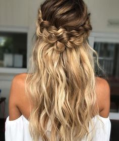 Expert Hair Care Tips For Any Age. Your hair might be your worst enemy, but it does not have to be! You can reclaim your hair with a little research and effort. First, identify your hair typ Loose Curls Hairstyles, Braided Hairstyles For Wedding, Pretty Hairstyles, Hairstyle Ideas, Prom Hairstyles, Summer Hairstyles, Amazing Hairstyles, Hairstyle Wedding, Latest Hairstyles