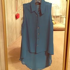 """Ali & Kris High Low Blue Blouse Super cute button up with collar. Worn once. Polyester. Model in picture  5'5""""  Size 4 (normally) Bust 34 C  Athletic build Ali & Kris Tops Button Down Shirts"""