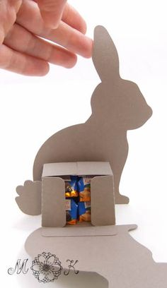 Plot this cute rabbit souvenir for Easter (plotter file SVG) Peck Hare open Diy Food Gifts, Diy Gifts For Him, Easy Diy Gifts, Diy Gifts For Boyfriend, Diy And Crafts, Crafts For Kids, Paper Crafts, Silhouette Cutter, Basket Crafts