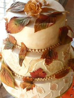 Pretty for fall and easily turned into a birthday cake. Wedding Cakes with Steal-Worthy Ideas - MODwedding