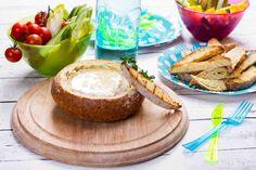 Grillowane fondue z sera camembert w chlebie. #ser #camembert #fondue #grill #majówka #przepis #przepisy #tesco #smacznastrona