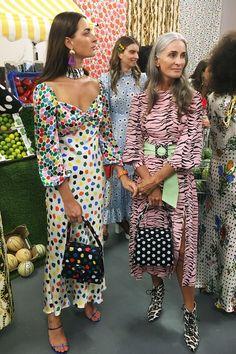 Mature Fashion Influencers Who What Wear UK Fashion Blogger Style, Look Fashion, Fashion Beauty, Fashion Bloggers, Fashion Websites, High End Fashion, 50 Fashion, Grey Fashion, Petite Fashion
