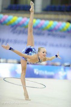 Not really dance but. Gymnastics Photos, Gymnastics Photography, Sport Gymnastics, Artistic Gymnastics, Olympic Gymnastics, Gymnastics Problems, Yoga, Acrobatic Gymnastics, Olympic Games Sports