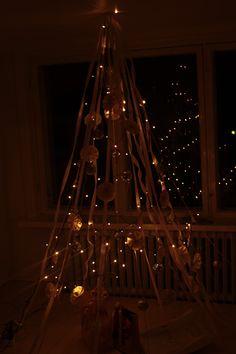 #diy#recycletrees#christmas #christmasdecor #recycle #navi#navidad#cristmastree #diu#home#decir #deco #christmaslights