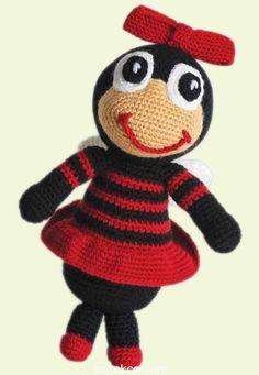 Emekce.com olarak yine güzel bir amigurumi örgü oyuncak modeli ile sizlerleyiz. Sevimli kırmızı arı amigurumi oyuncak modelimizin yapılışı detaylı anlatım ile yazımızda. Çocuklarınıza keyifle örebi…
